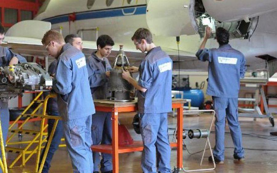 Quelques mots sur les formations en aéronautiques